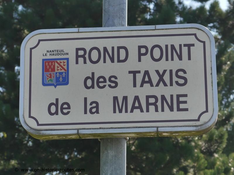 Roundabout in Nanteuil-le-Haudouin